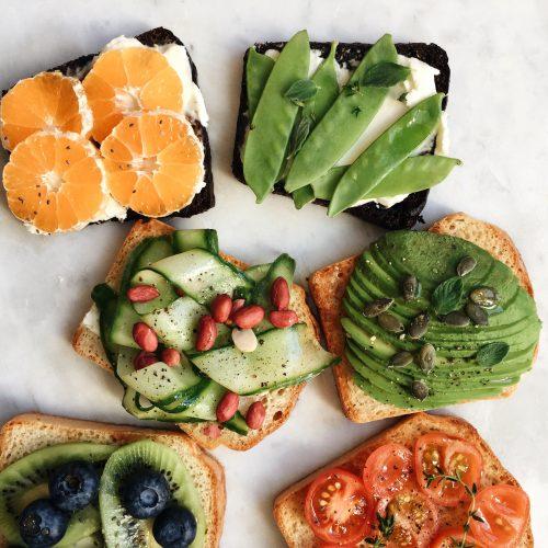 DietéticaLa dietética se basa en la prevención y sanación de las enfermedades o la eliminación de sus síntomas a través de los alimentos que ingerimos o eliminamos de la dieta.