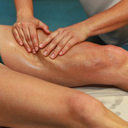 TuinaTuina es un masaje terapéutico que sirve de apoyo destacando su papel en el restablecimiento de la circulación de la energía vital del enfermo. Promueve la libre circulación del Qì y la sangre, liberando la congestión.